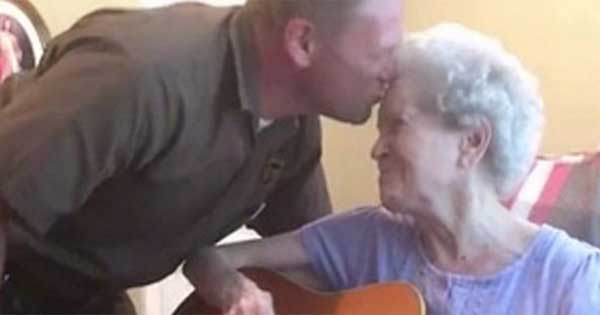 Son sings beuatiful duet with Alzheimers suffering mother