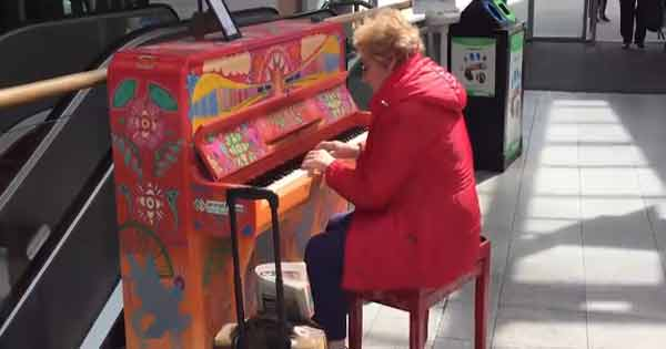 Dublin pianist brightens up commuters' days at Connolly Station