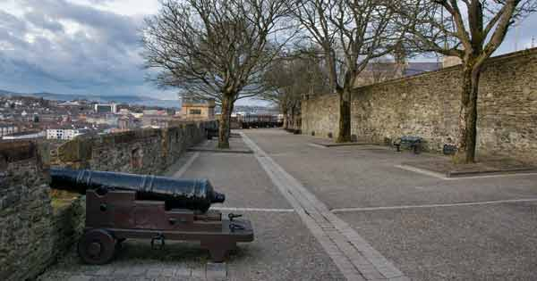 Cannon at the Derry city walls