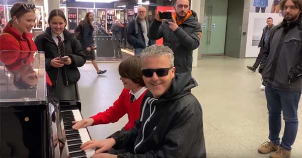 Piano king meets young star and the two enjoy a jam session