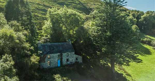 Take a look inside 250-year-old cottage tucked away in beautiful Co Kerry