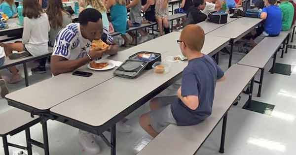 Travis Randolph and Bo Paske eating lunch together